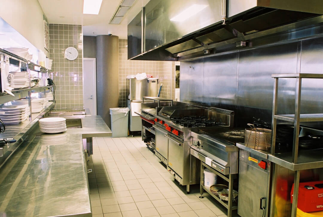 Commercial kitchen equipment cleaning service for Equipement cafe